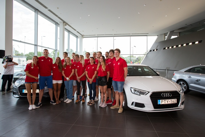 Megkapták az Audikat az úszók